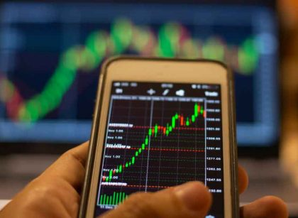 Traders can invest in forex and futures in desktop and mobile platforms