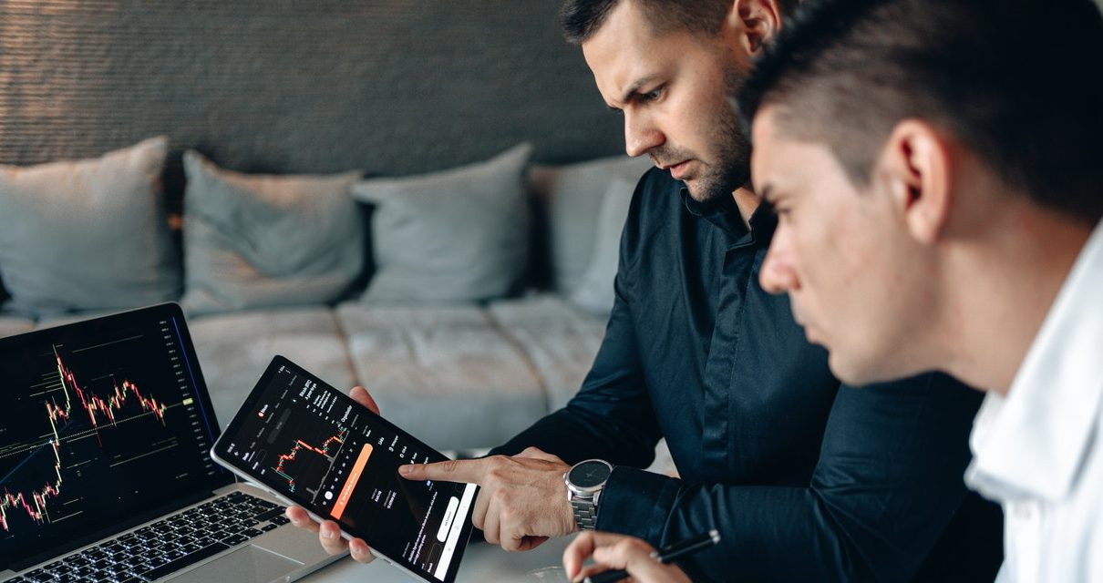 two men learning to be trading experts